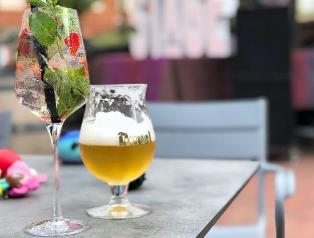 zomeravonden op het Cadenzaplein in Zoetermeer genieten van lekkere drankjes